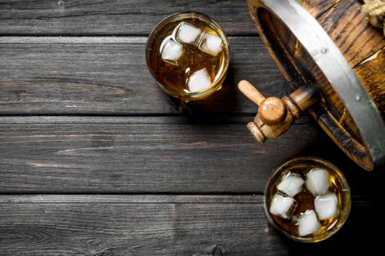 whiskey glasses with wooden barrel